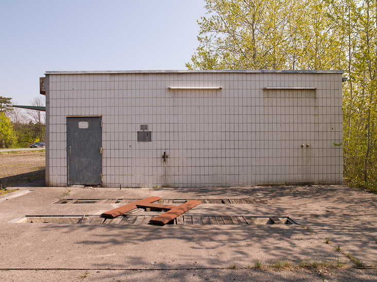 http://www.thomasebruster.com/files/gimgs/12_abandonedpetrolstation-7.jpg