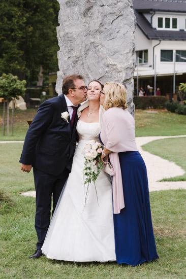 http://www.thomasebruster.com/files/gimgs/41_wedding-30.jpg