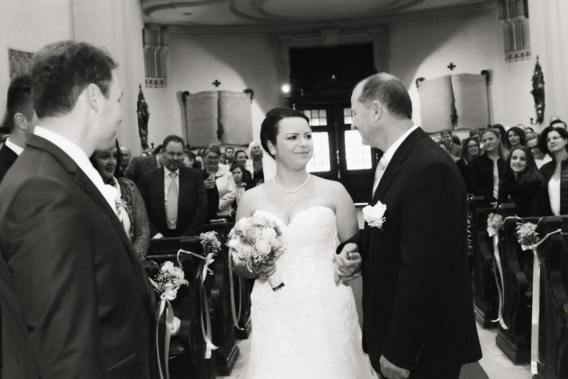 http://www.thomasebruster.com/files/gimgs/41_wedding-40.jpg