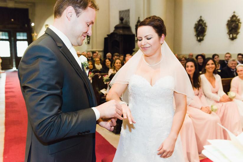 http://www.thomasebruster.com/files/gimgs/41_wedding-47.jpg
