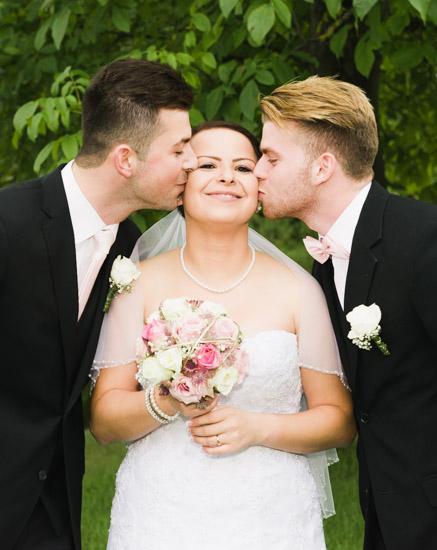 http://www.thomasebruster.com/files/gimgs/41_wedding-59.jpg